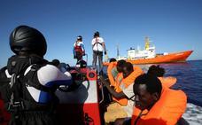 ¿Qué reglas se aplican a los migrantes socorridos en el mar?