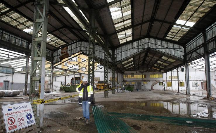 Demolición de los antiguos talleres municipales de Campuzano