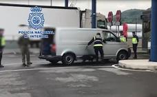 La Policía Nacional refuerza el Puerto de Santander para frenar a los inmigrantes albaneses