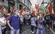 Sonora protesta de los trabajadores de limpieza de Cantabria