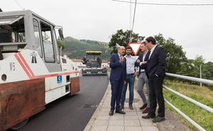 El Gobierno repara la carretera entre Heras y Gajano
