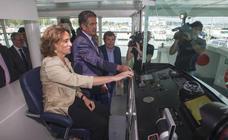 La ministra Teresa Ribera inaugura el catamarán electrosolar fabricado en Cantabria