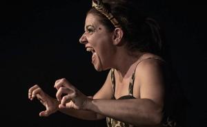 El teatro unipersonal llega a Castro Urdiales con un viaje por Guinea, Madrid y México