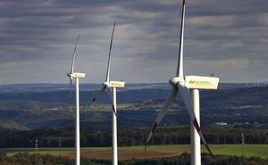 Martín garantiza la «máxima agilidad» en la tramitación de proyectos eólicos en Cantabria