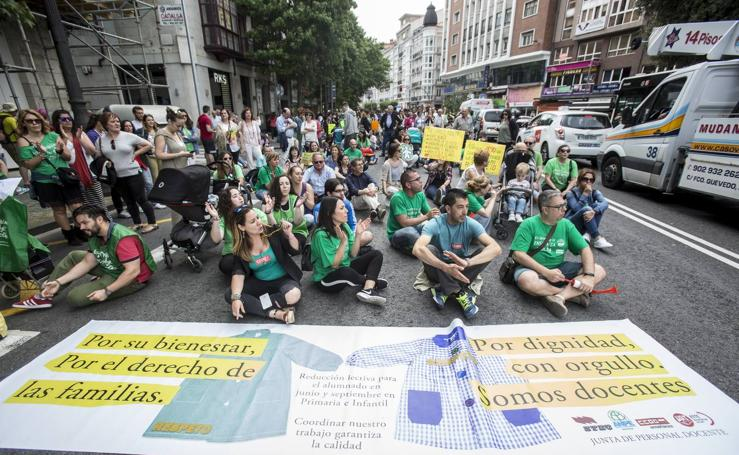 Más de un millar de docentes se manifiesta en Santander
