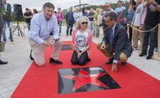 Laura Revuelta y los pioneros del surf en Cantabria ya tienen sus estrellas en Somo