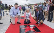 Laura Revuelta y los pioneros del surf en Cantabria ya tiene sus estrellas en Somo
