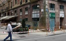 Desalojan un edificio por el riesgo de derrumbe de una fachada entre José María Pereda y La Paz