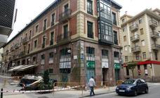 Edificio desalojado en Torrelavega por el riesgo de derrumbe de su fachada