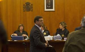 La oposición arremete contra Revilla por el pacto para que Higuera eluda la cárcel