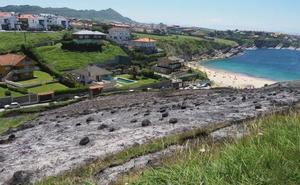 Arden 200 metros cuadrados de escajo y monte bajo en la zona de Portio