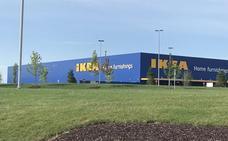Un niño dispara una pistola cargada que encontró en Ikea