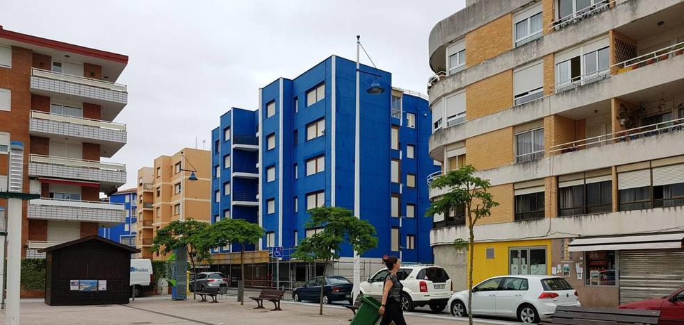 El edificio de Suances con problemas estructurales ya está totalmente vacío