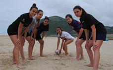 El rugby toma la playa de Suances