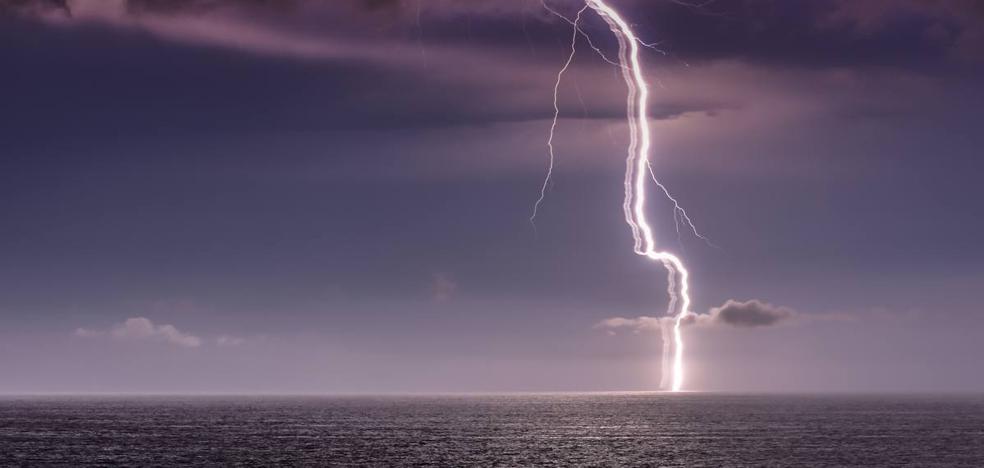 La tormenta eléctrica en Cantabria: 909 rayos y 44 incidencias