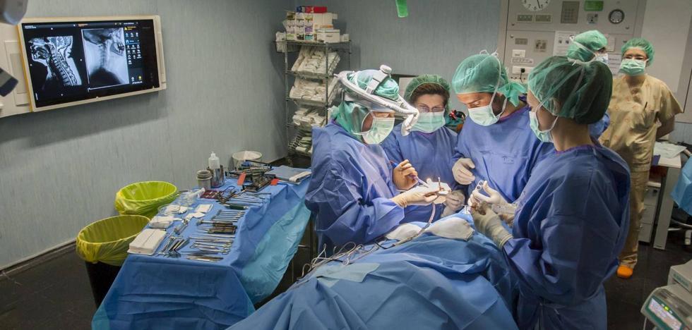 La espera media para ser operado en Cantabria baja a 71 días, el mejor dato de la serie histórica
