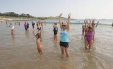 'Mójate por la esclerosis múltiple' vuelve a llenar las piscinas y playas de Cantabria este domingo