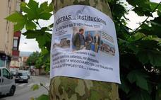 Carteles en contra del alcalde de Cabezón por los trabajadores de Corporaciones