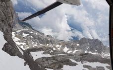 Quinto rescate en Picos en apenas quince días: el helicóptero del 112 evacúa a un montañero lesionado