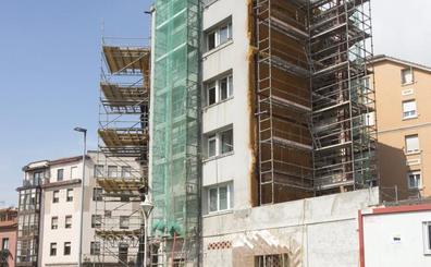 Cinco vecinos del bloque que se cayó en Sol volverán a sus casas en agosto