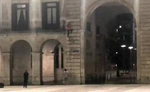 La joven que escaló por la fachada de la sede de Defensa se libra de toda sanción
