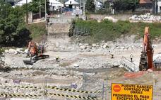 Cuenta atrás para levantar una pasarela provisional sobre el Besaya en Los Corrales