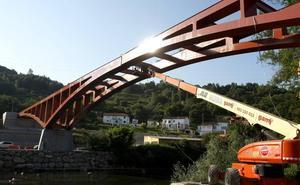 Se retoman las obras del puente de Golbardo, que podría estar concluído tras el verano