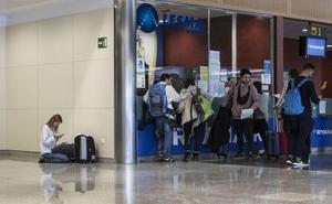 Los derechos de los pasajeros de avión, en una guía editada en Cantabria
