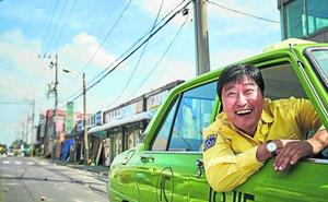 El colectivo La llave azul estrena 'A Taxi Driver: Los héroes de Gwangju'