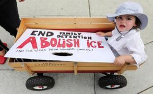 EE UU reúne a 57 niños menores de 5 años con sus padres y deja a 46 en espera