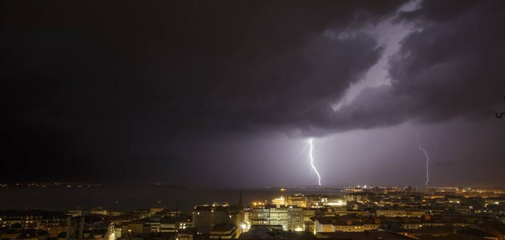 La segunda tormenta de verano deja en Cantabria 590 rayos