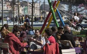 Cantabria supera la crisis a costa de más empleo público y camareros
