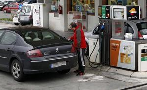El depósito de diésel costará 9 euros más en Cantabria si prospera el alza fiscal de Sánchez