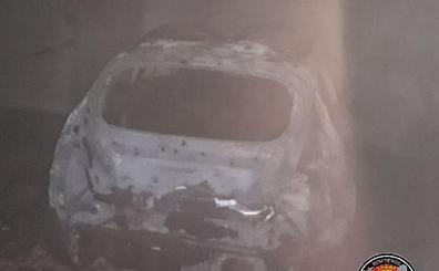 Se queman tres coches en un garaje de Santander