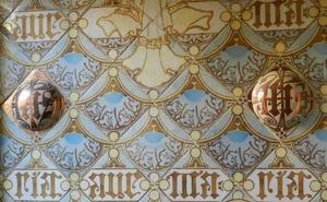 La cerámica modernista de Domènech i Montaner decora El Espolón de Comillas