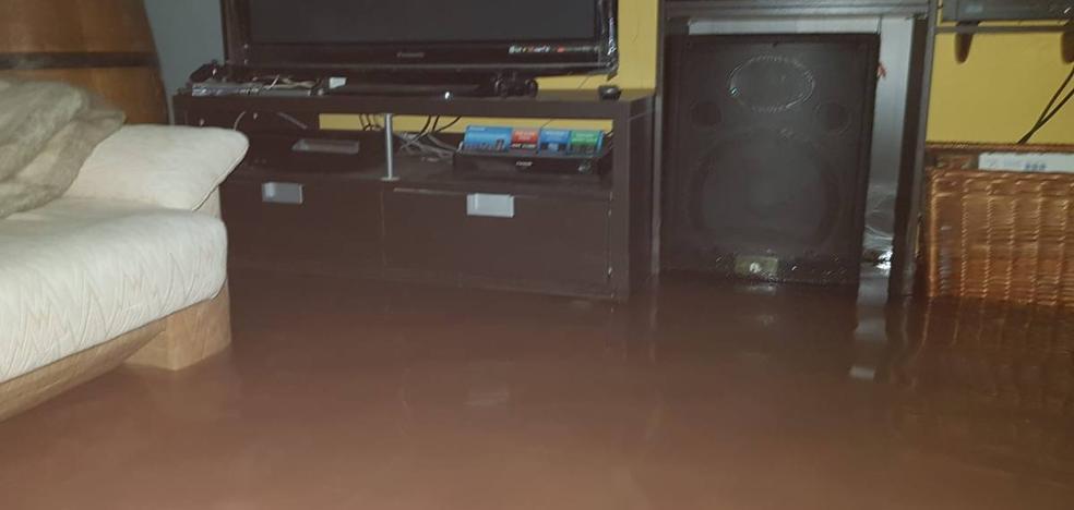La tormenta eléctrica deja en Cantabria 1.200 rayos, 161 llamadas a Emergencias y decenas de inundaciones