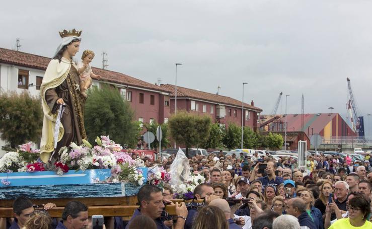 El Barrio Pesquero rinde devoción a la Virgen del Carmen