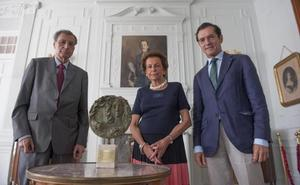 El doctor Fernández-Rañada, premio Plaza Porticada por su «ejemplaridad y generosidad»