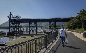 La oposición de El Astillero se une para exigir una solución al «abandono» de la dársena