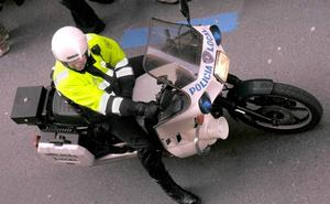 Un gemelo arrepentido se entrega a la Policía para evitar que detengan a su hermano por saltarse un control