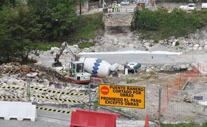 La pasarela sobre el Besaya en Los Corrales estará en servicio a finales de este mes
