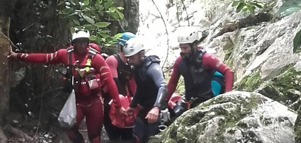 Rescatada una mujer mientras realizaba barranquismo en Peñarrubia