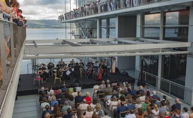 Un adiós musical sobre la bahía de Santander