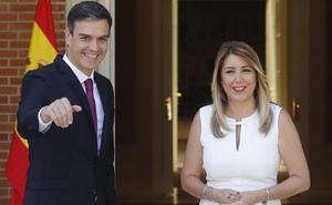Pedro Sánchez recibe a Susana Díaz para su reunión en La Moncloa
