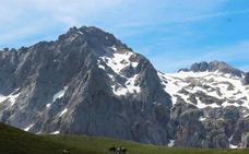 Dos escaladores son rescatados en El Espolón de los Franceses tras pasar la noche enriscados