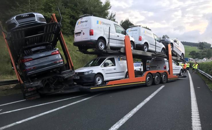 Corte total en la A-8 por un camión cruzado en sentido Bilbao