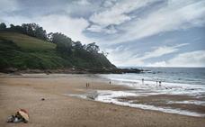 Cuatro playas de Cantabria, incluidas en un plan de limpieza impulsado por Coca-Cola