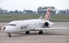 El avión de la ruta Menorca-Santander sufre una avería