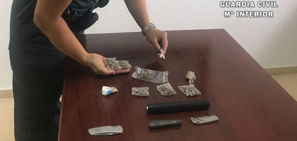 Tira la droga por la ventana al toparse con un control de la Guardia Civil en Noja