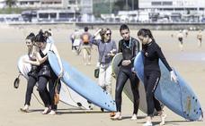 Las playas de El Sardinero acogen una campaña de sensibilización ambiental